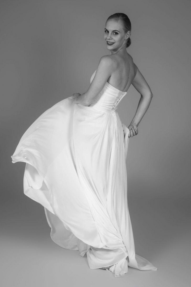Minimalist Bride 7